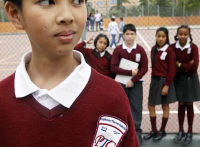 c442d97a00e56 Los alumnos del colegio público Tierno Galván de Alcobendas (Madrid) llevan  uniforme desde 2004