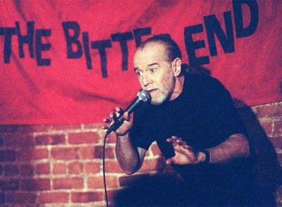 George Carlin, en una actuación en The Bitter End de Nueva York, en 1992.