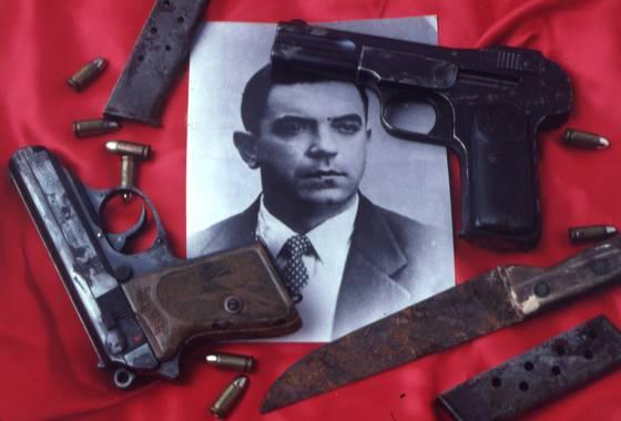Vitrinas para guardias y ladrones. museo dedicado a la criminalística en sus más variados aspectos. Armas utilizadas por El Jarabo