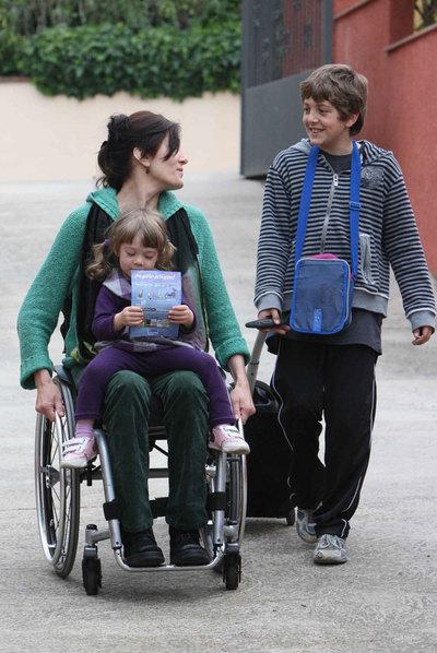 Discapacitado en silla de ruedas - 1 3