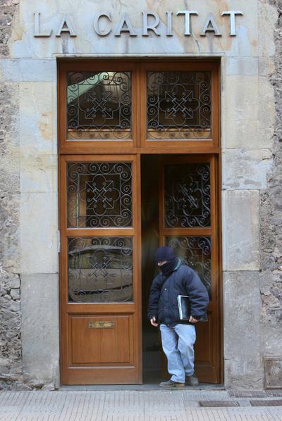 Entrada de la residencia geriátrica La Caritat, en Olot, donde vivían las 11 víctimas de Vila