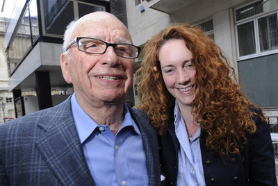 Rupert Murdoch y Rebekah Brooks, consejera de News International.
