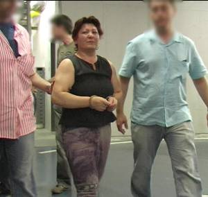 Remedios Sánchez, presunta asesina en serie, escoltada en Barcelona en 2006