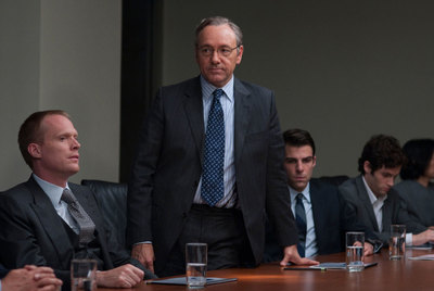 Paul Bettany, Kevin Spacey, Zachary Quinto y Penn Badgley (de izquierda a derecha), en  Margin call.