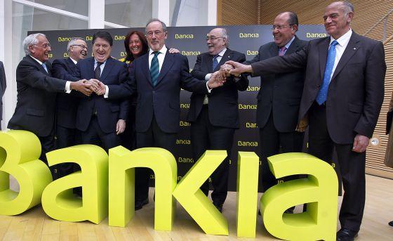Los responsables de las cajas que formaron Bankia, el día de la fusión