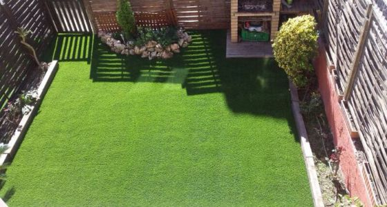 Lo verde conquista los pisos vivienda el pa s - Cesped artificial terraza ...