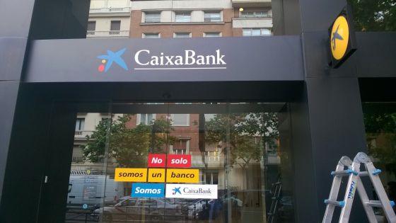Caixabank culmina la integraci n de la filial espa ola de for Oficina de registro barcelona