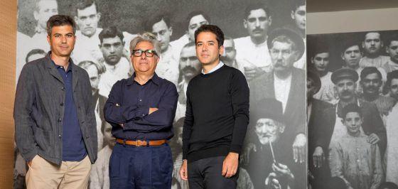 El dueño de Camper, Miguel Fluxà, rodeado por sus hijos Lorenzo (izquierda) y Miguel (derecha).