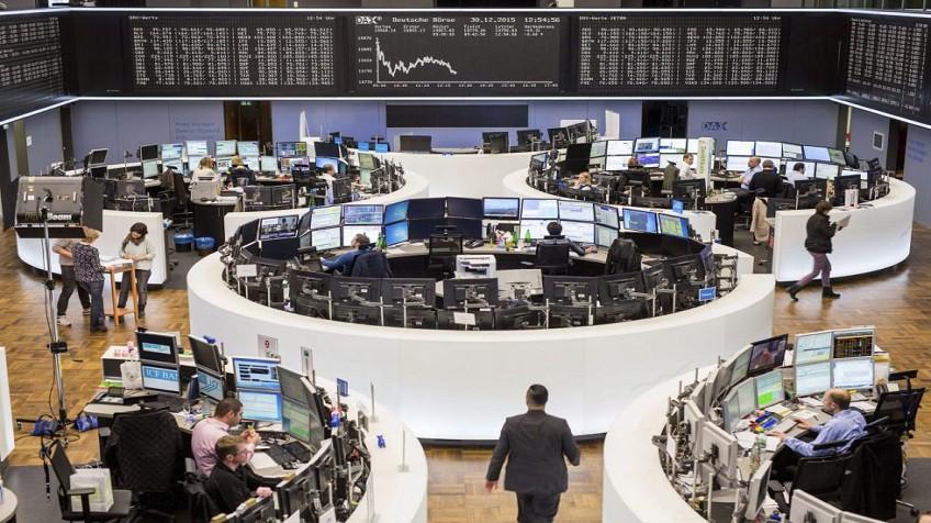 El temor a un frenazo económico y el petróleo sacuden las Bolsas