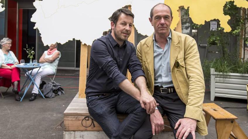 Daniel Haeni (E) e Enno Schmidt, promotores da iniciativa para a renda básica universal na Suíça. ALEXANDRA WEY EFE