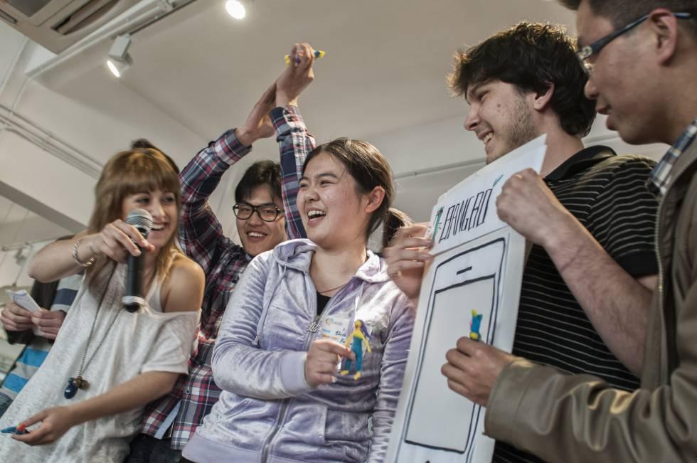 Estudiantes chinos y españoles participan en un concurso de ideas empresariales organizado en Shanghái por la Universidad de Mondragón.