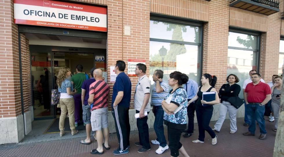 Paro el gobierno prorroga la ayuda a desempleados sin for Oficina de empleo azca madrid
