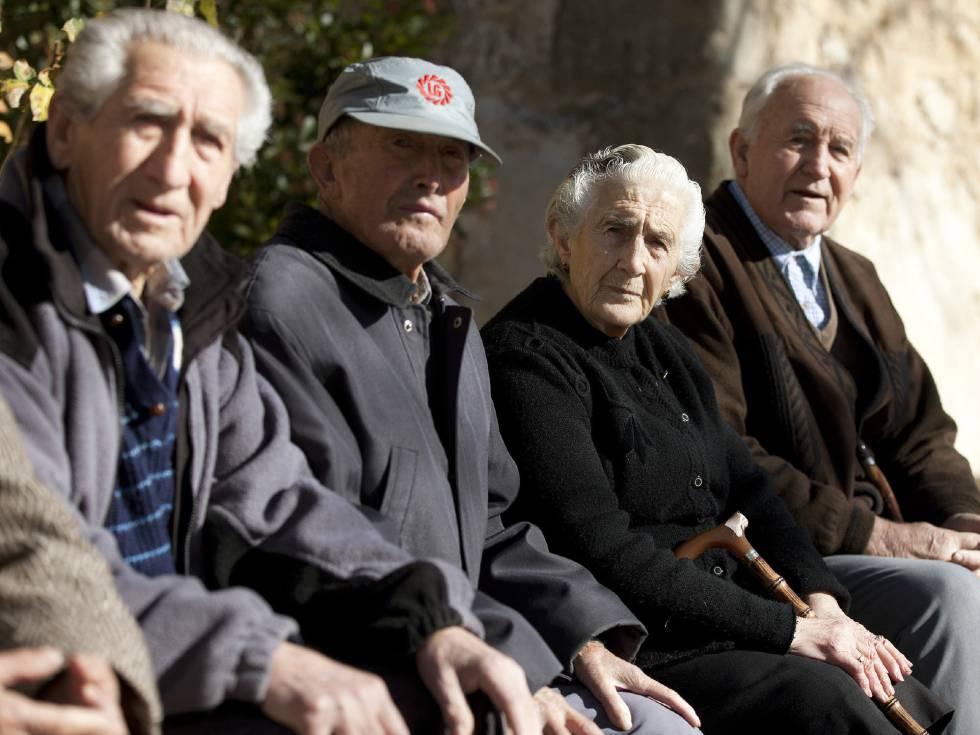 Vecinos de Olmeda de la Cuesta (Cuenca). EFEArchivo