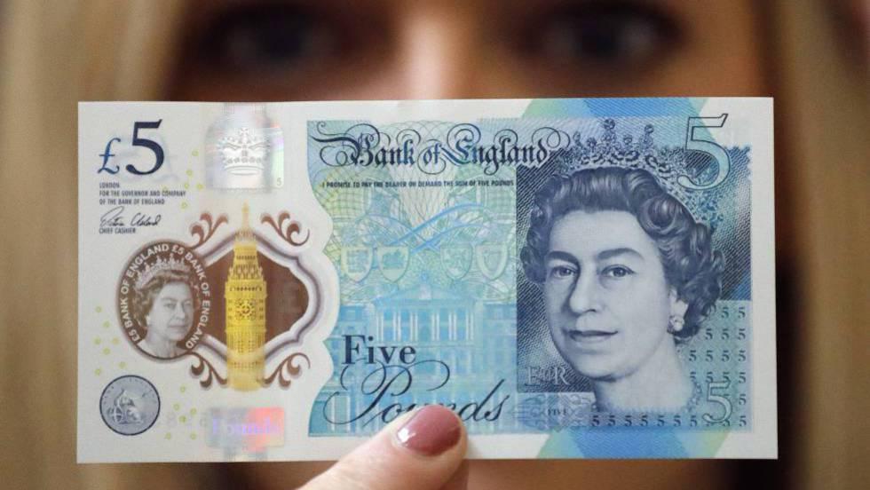 As novas notas de 5 libras de plástico. FRANK AUGSTEIN (AP)
