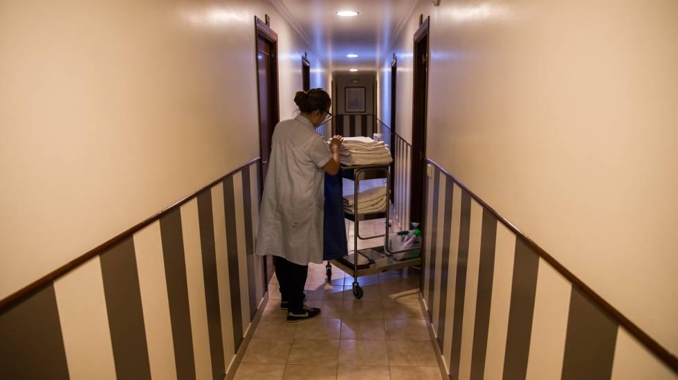 Las camareras de hotel de Canarias harán huelga por las duras condiciones  de trabajo b406f7ae691