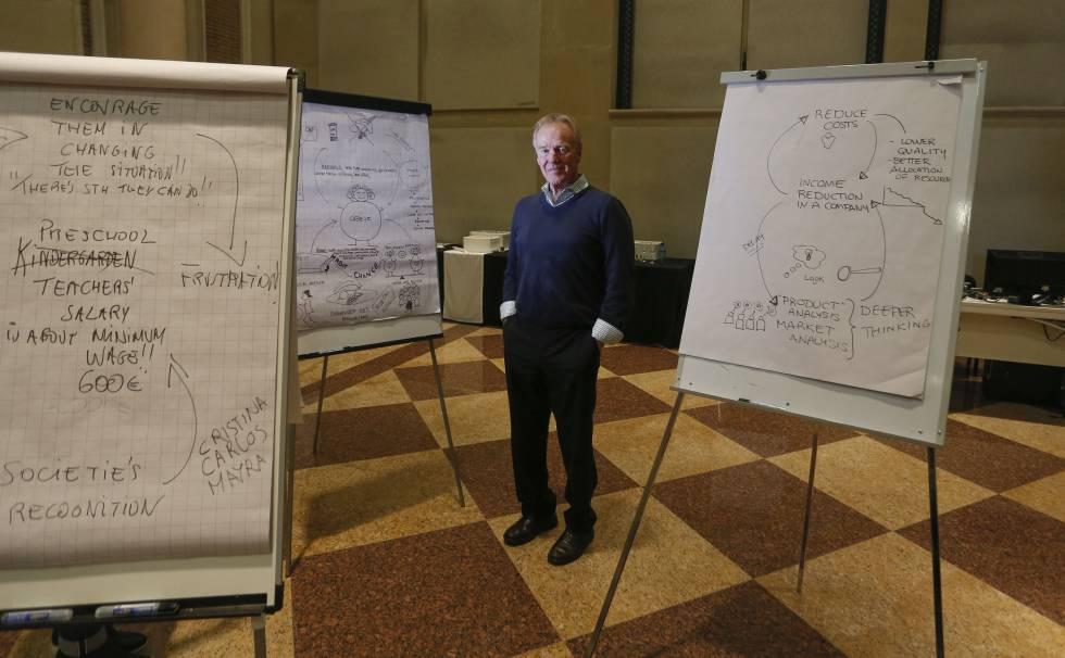 Peter Senge tras impartir un curso en la Universidad Camilo José Cela.