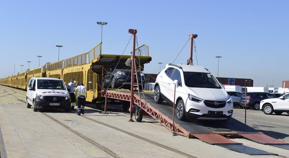 Diez horas y media de tren para recorrer 360 kil metros econom a el pa s - Tanatorio puerto de sagunto ...