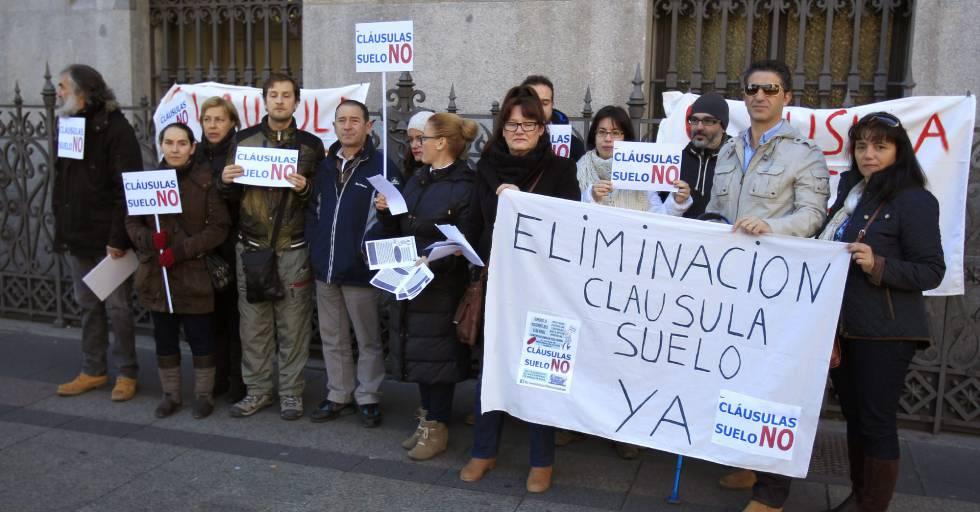 Concentración de miembros de la plataforma de afectados por las cláusulas suelo.