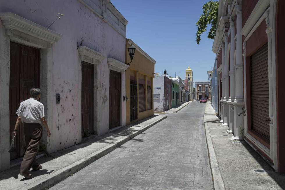 Calles prácticamente vacías y locales inutilizados en el casco histórico de Ciudad del Carmen.