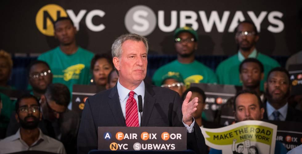 El alcalde de Nueva York, Bill de Blasio, anuncia el 7 de agosto su propuesta de un impuesto a los ricos para financiar el metro de la ciudad