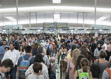 Situation calm as Barcelona airport workers begin indefinite strike