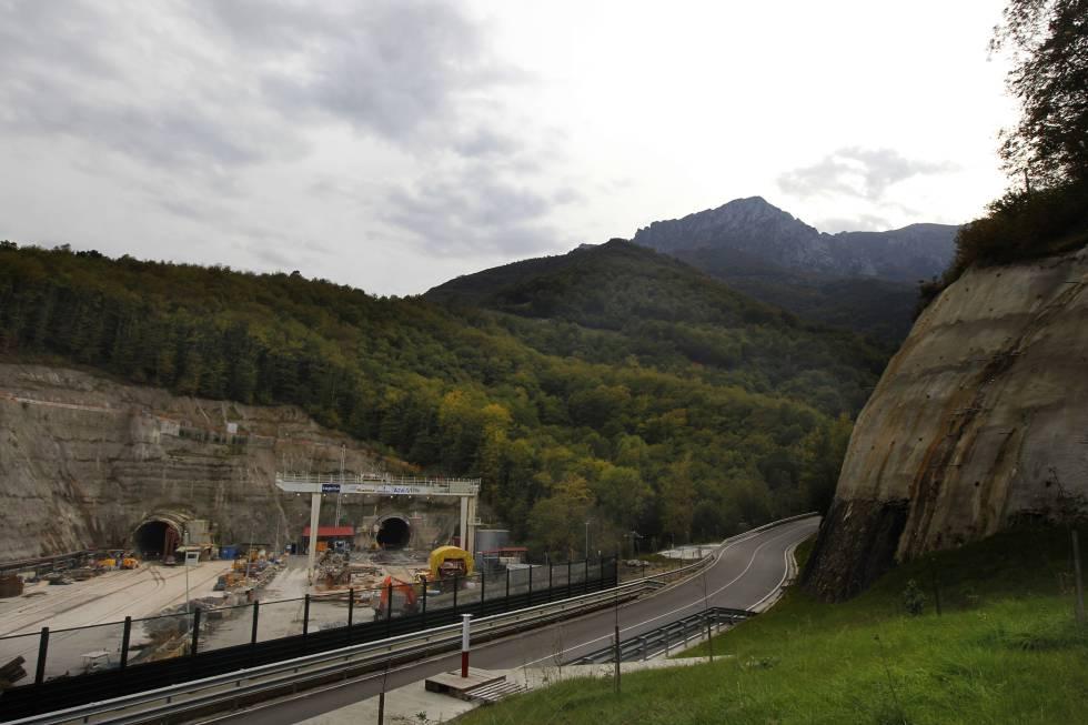 Obras de los túneles de Pajares en 2010.