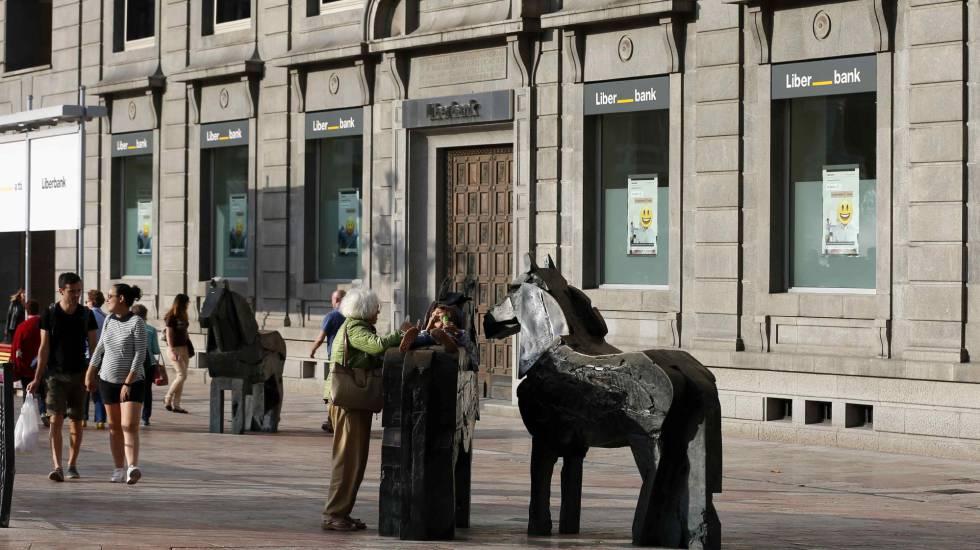 liberbank se desploma en bolsa tras anunciar la ampliaci n