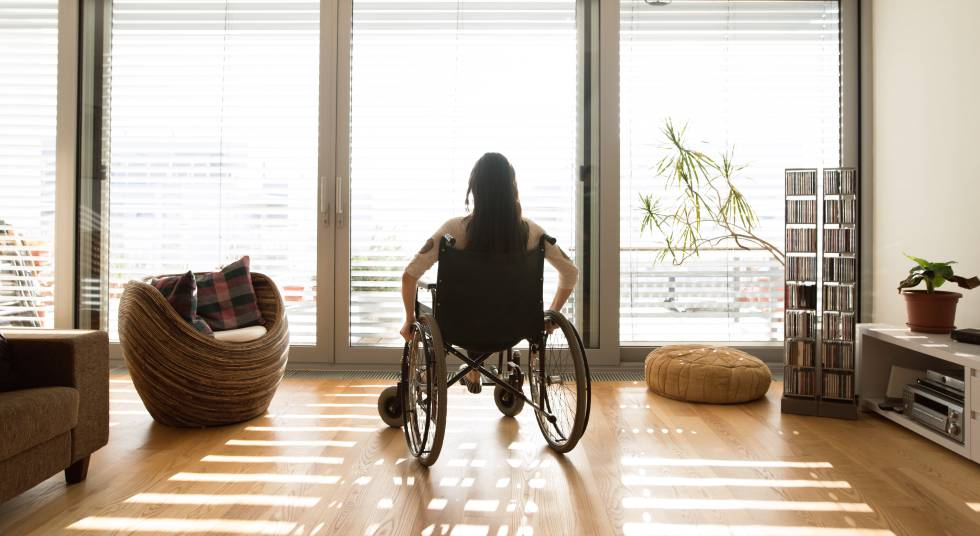 Resultado de imagen de ascensor edificio silla de ruedas