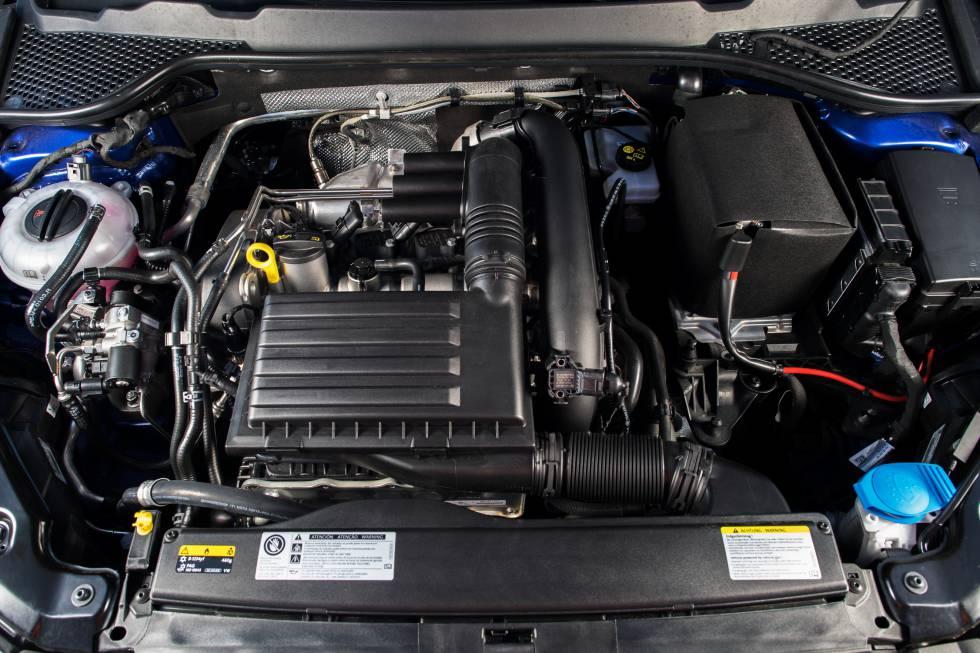 Detalle del motor de un León TGi.