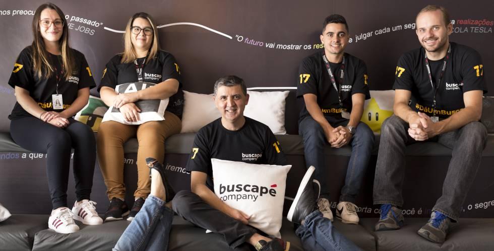 Parte del equipo de Buscapé, con el consejero delegado, Sandoval Martins, en el centro.
