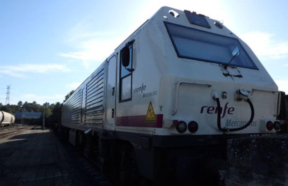 Un tren de mercancías de Renfe.