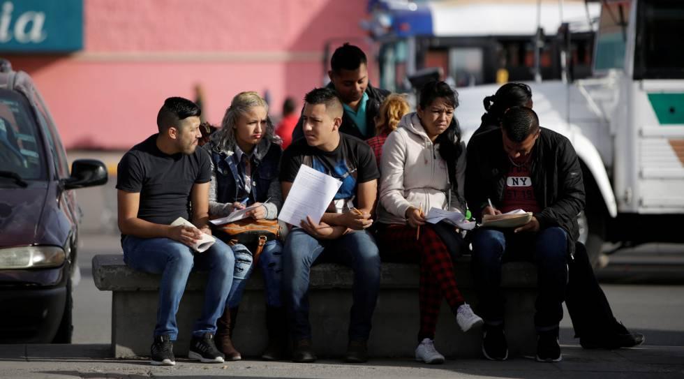 Joven, latino y desempleado | Economía | EL PAÍS