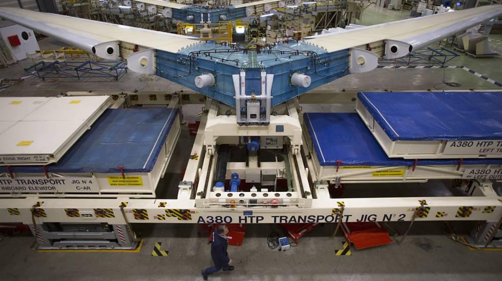 Línea de montaje del estabilizador horizontal del A380 en la planta de Airbus en Puerto Real (Cádiz).