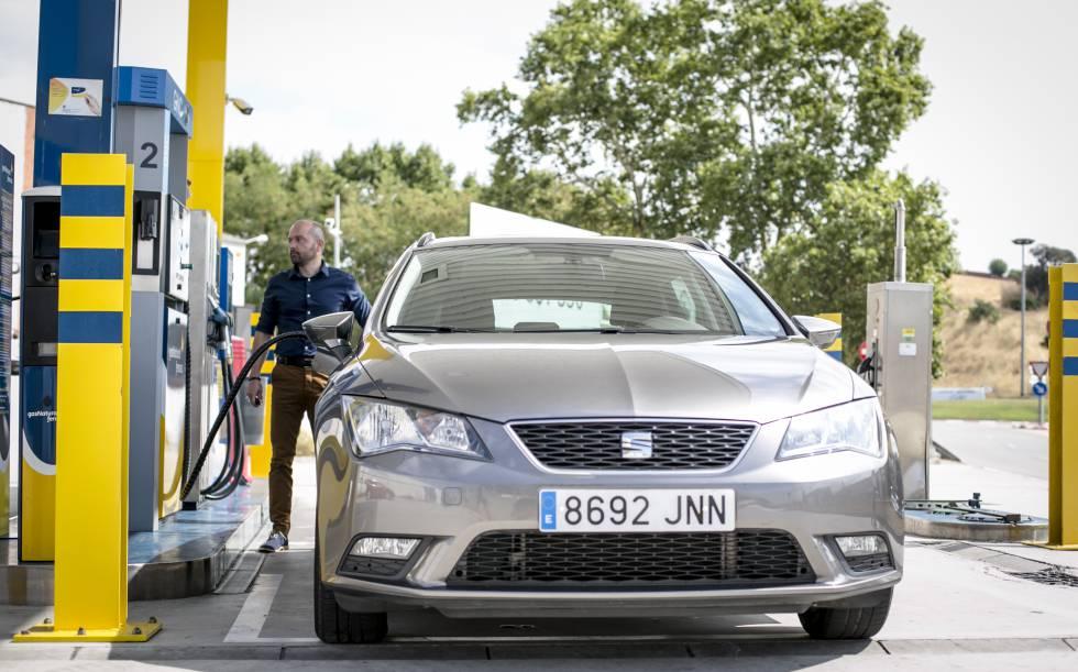 Cada vez más conductores se hacen con un vehículo híbrido propulsado por gas natural comprimido (GNC) y gasolina.