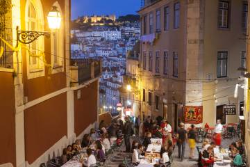 Restaurantes en el Barrio Alto de Lisboa.