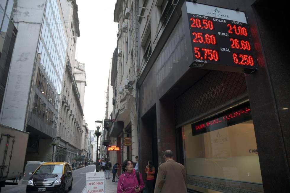 Jueves negro para el peso argentino, que pierde casi 9% de su valor ...