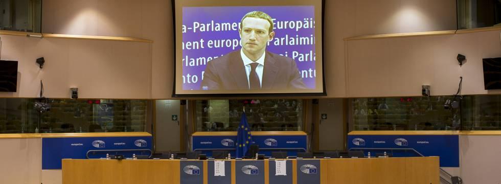 El consejero delegado de Facebook, Mark Zuckerberg, durante su comparecencia en el Parlamento Europeo.