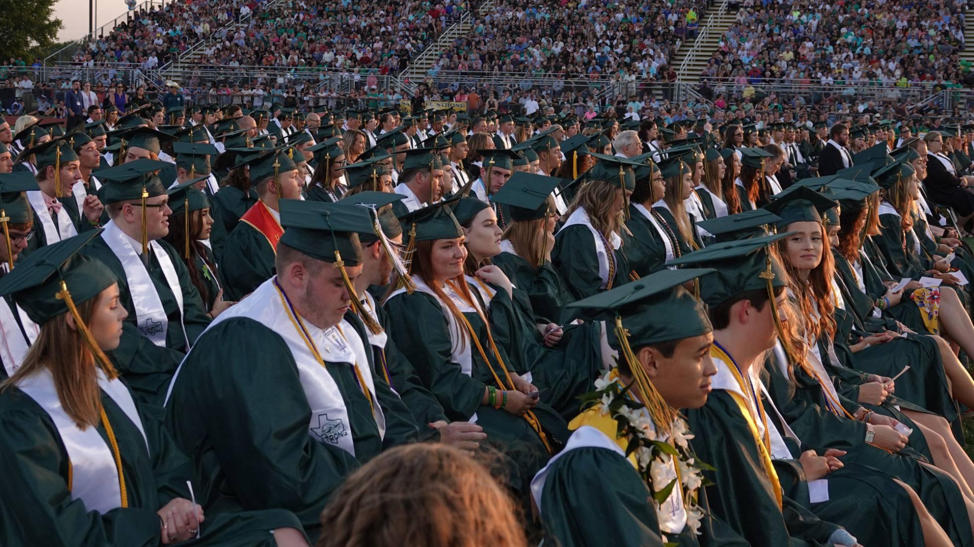 Cerimônia de graduação em uma instituição educacional do Texas.