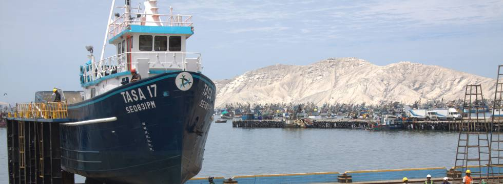 Un barco de la flota de TASA en el puerto peruano de Chimbote, al norte de Lima.