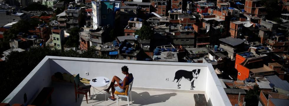 El ansia de nuevas experiencias ha llevado al surgimiento de hospedajes en barrios de chabolas como el de Cantagalo, en Río de Janeiro (Brasil)