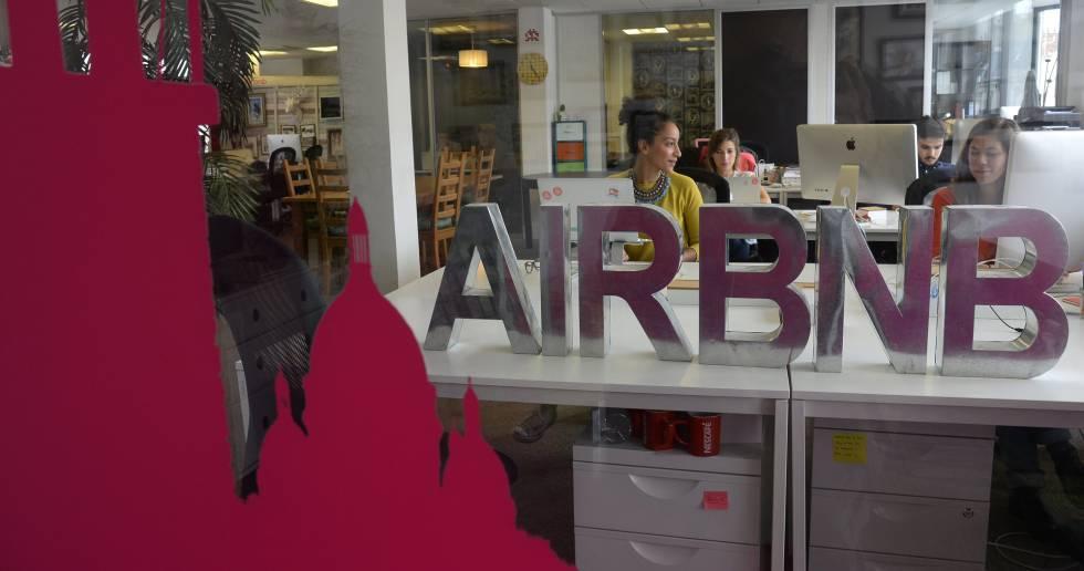Una oficina de Airbnb en París (Francia)