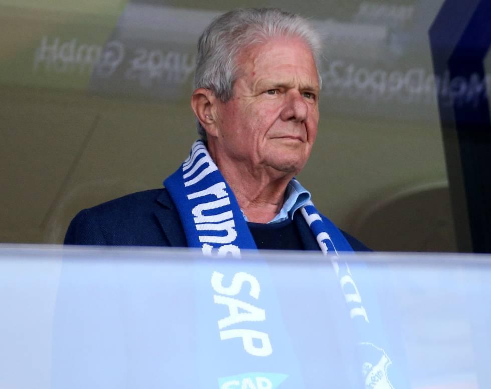 Dietmar Hopp, cofundador de SAP, en un partido de la Bundesliga entre el Hoffenheim, patrocinado por la firma, y el Hamburger SV.