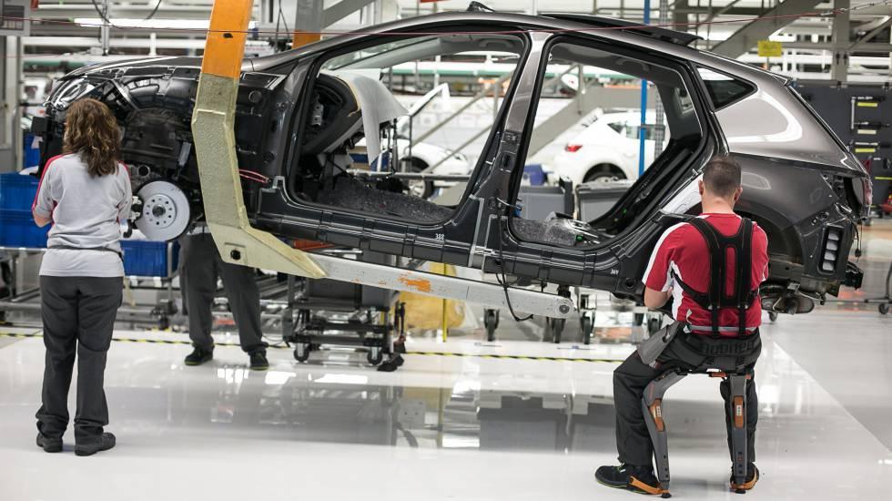 Seat recorta en 10.000 coches la producción en Martorell por la escasez de motores