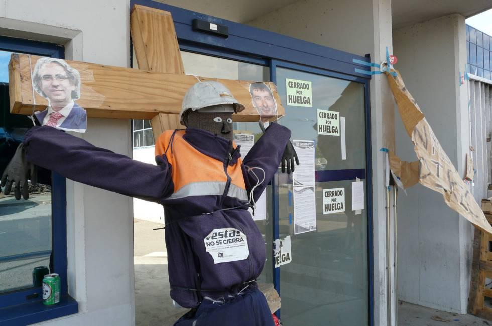 Protesta de los trabajadores de Vestas frente a la entrada de la planta de León.