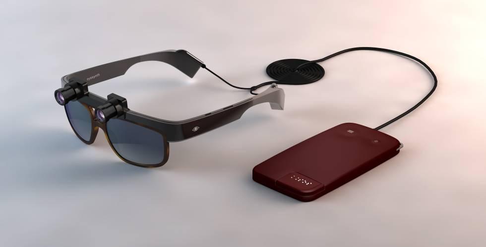 Sistema para invidentes desarrollado por Eyesynth. Las gafas registran el espacio en tres dimensiones y un microordenador procesa la información y la convierte en audio comprensible para el invidente.