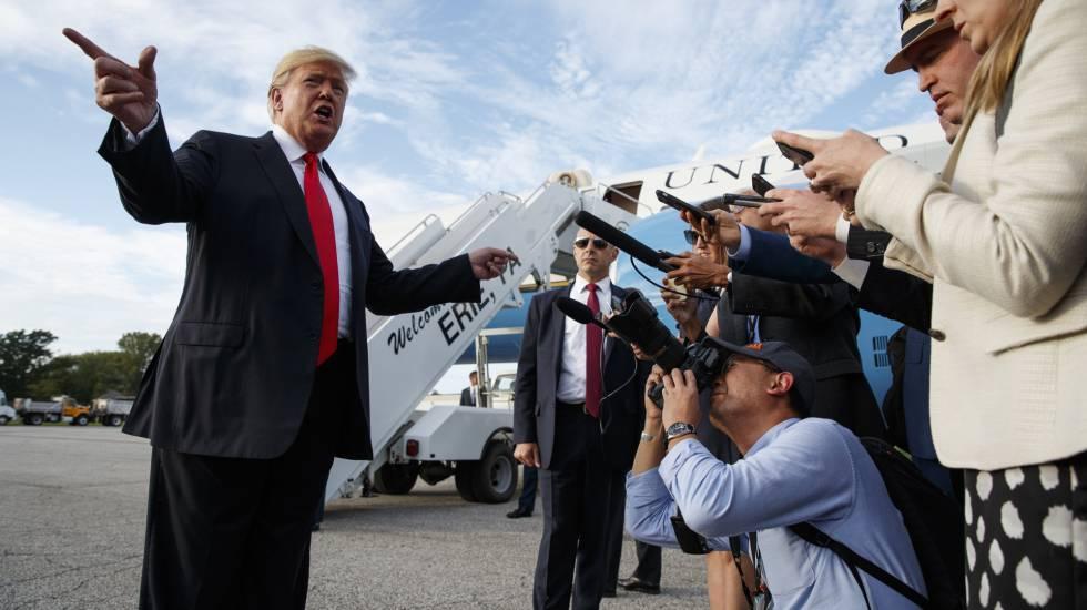 El presidente Donald Trump al llegar al aerupuerto de Erie, Pensilvania