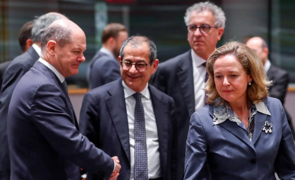 De izquierda a derecha, los ministros de Finanzas de Alemania, Italia y España.