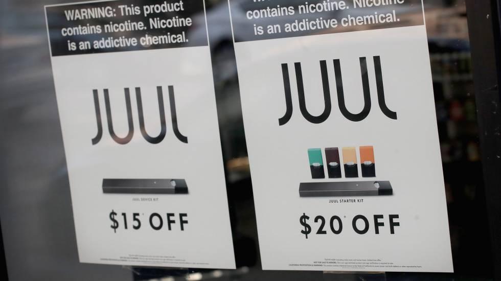 Una tienda anunciado una oferta de cigarrillos electrónicos Juul