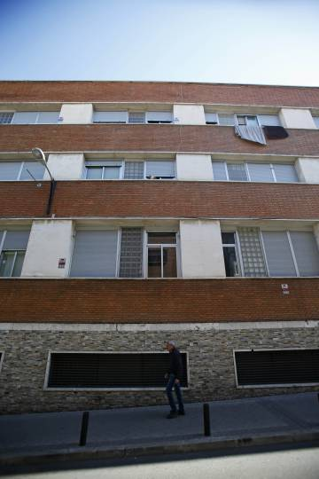 Fachada del edificio de viviendas en el que un único propietario debe 128.000 euros de deuda comunitaria.
