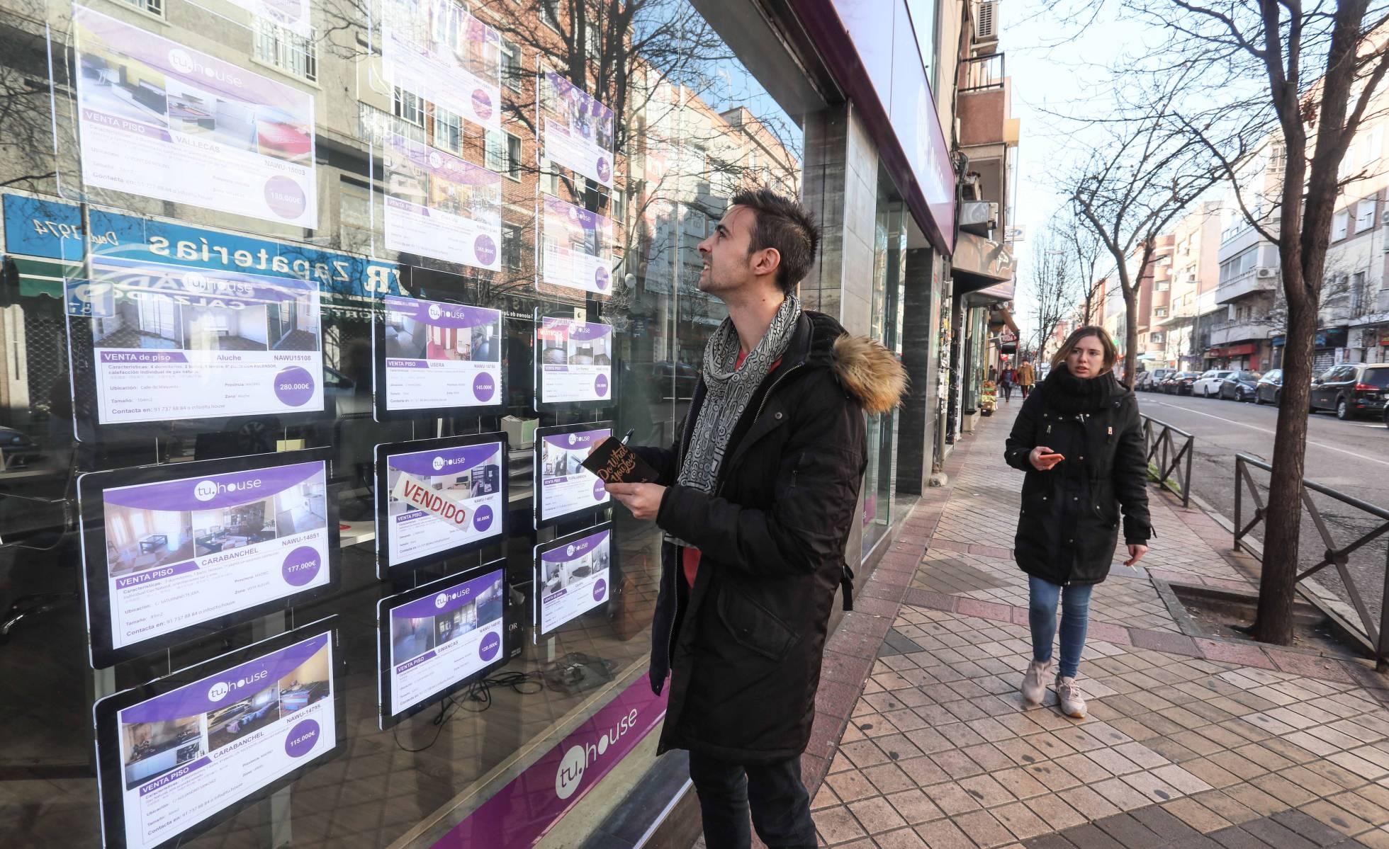 El Banco de España advierte que el acceso a la vivienda de los jóvenes se complica por la precariedad laboral